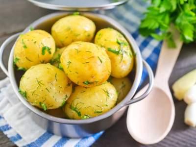 Диетологи объяснили, действительно ли картофель полезен при похудении