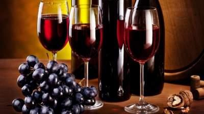Медики назвали алкогольный напиток, замедляющий появление морщин