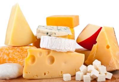 Медики рассказали о вредных свойствах сыра