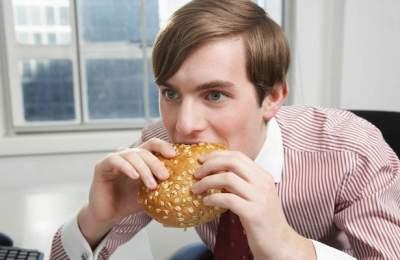 Названы страшные последствия отказа от обедов