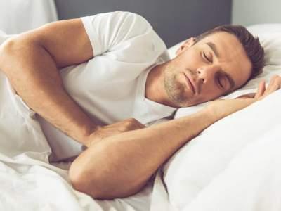 Врач поделился главным секретом здорового сна