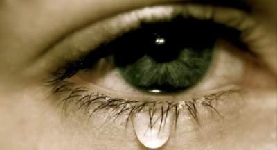 Названы самые распространенные причины повышенного слезотечения