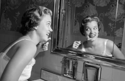 Медики рассказали, почему опасно чистить зубы после еды
