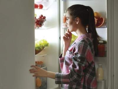 Диетологи объяснили, что можно есть перед сном