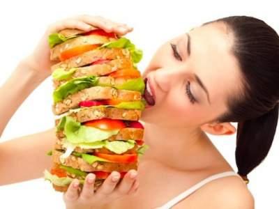 Медики назвали три способа избежать переедания