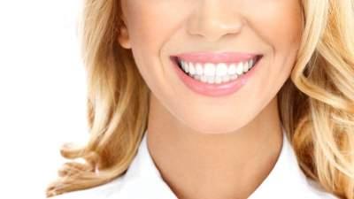 Медики назвали напиток, разрушающий зубную эмаль