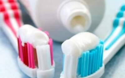 Медики предупредили о вреде красителя в зубных пастах