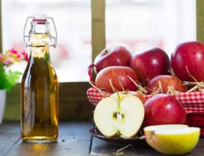 Врачи перечислили полезные свойства яблочного уксуса