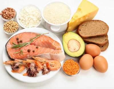 Названы жирные продукты, которые помогают похудеть