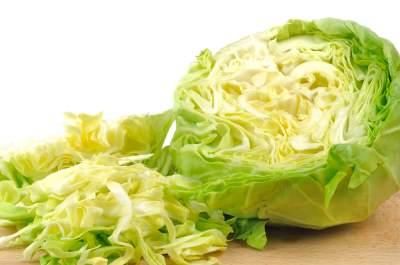 Медики рассказали, кому вредно есть свежую капусту