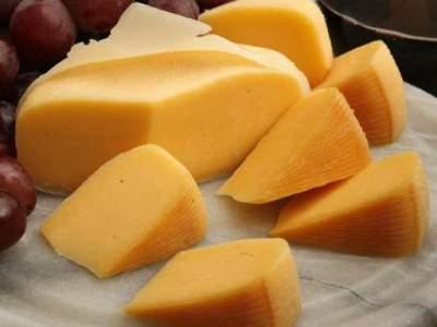 Медики назвали неожиданный полезный аспект употребления сыра