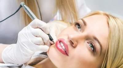 Стало известно, чем опасен перманентный макияж для здоровья кожи
