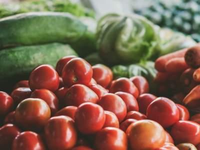 Названы самые опасные весенние фрукты и овощи