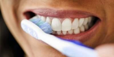 Медики объяснили, почему нельзя чистить зубы сразу после пробуждения