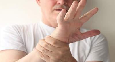 Медики объяснили, почему может возникать тремор конечностей