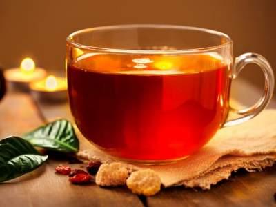 Медики назвали продукты, несовместимые с чаем