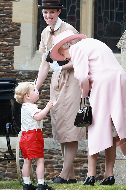 Принц Джордж и Королева Елизавета II