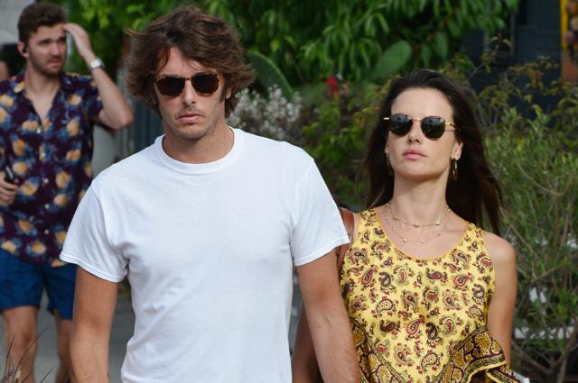 Алессандра Амбросио на прогулке с бойфрендом Николо Одди в Лос-Анджелесе