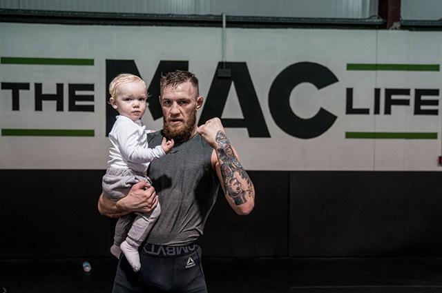 Конор Макгрегор с сыном Конором-младшим