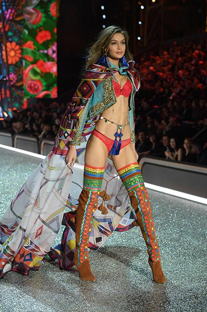 Кендалл Дженнер и Джиджи Хадид вернутся на подиум Victoria's Secret 2018 после вынужденного перерыва