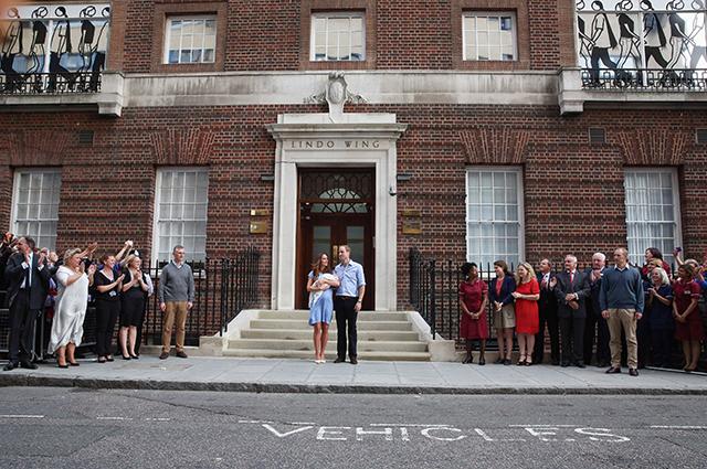 Кейт Миддлтон и принц Уильям с принцем Джорджем