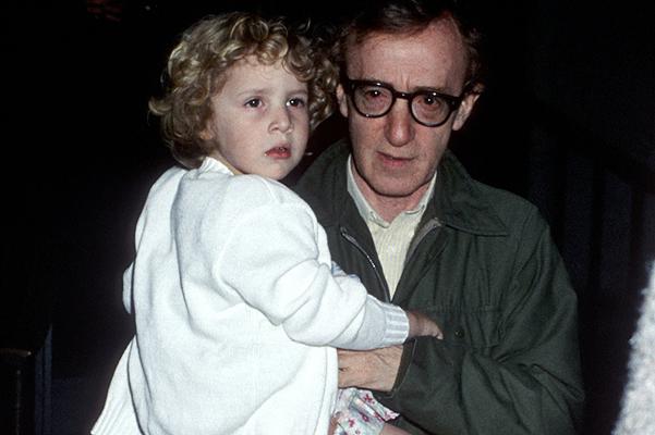 Приемная дочь Вуди Аллена настаивает на том, что режиссер надругался над ней много лет назад