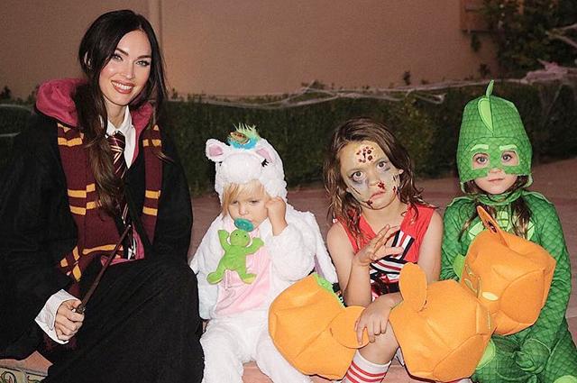 Меган Фокс с детьми