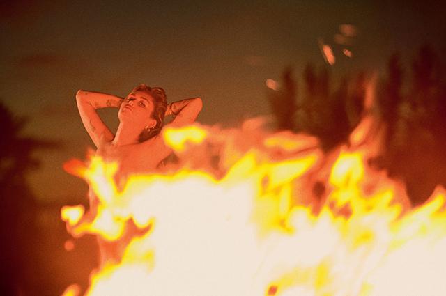 Майли Сайрус о сексуальной ориентации, пожаре и свадьбе с Лиамом Хемсвортом