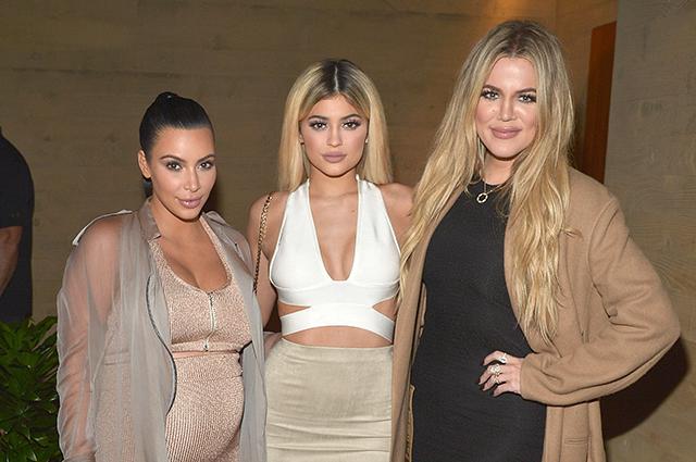 Ким Кардашьян ответила хейтерам, раскритиковавшим ее сестру Хлое за выход в свет после новости об измене бойфренда