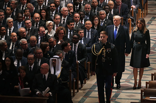 Мелания и Дональд Трамп в Вашингтонском кафедральном соборе
