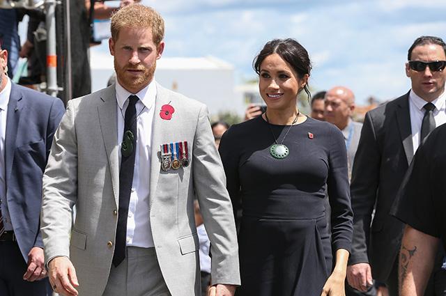 Принц Гарри и Меган Маркл сделали необычный подарок высокопоставленным лицам во время тура