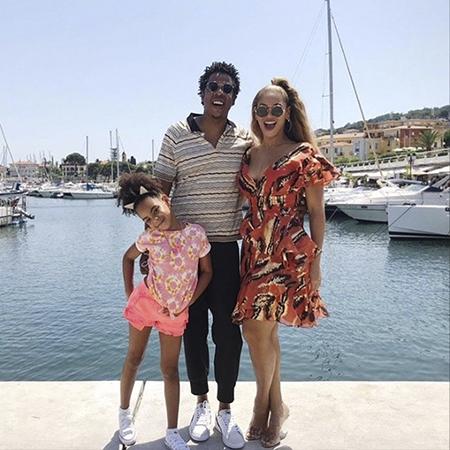 Бейонсе опубликовала фото подросших близнецов Руми и Сэра