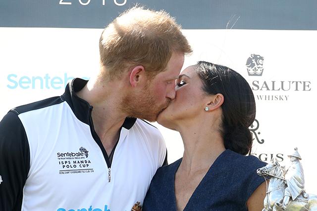 Долой чопорность: Меган Маркл и принц Гарри страстно поцеловались на публике