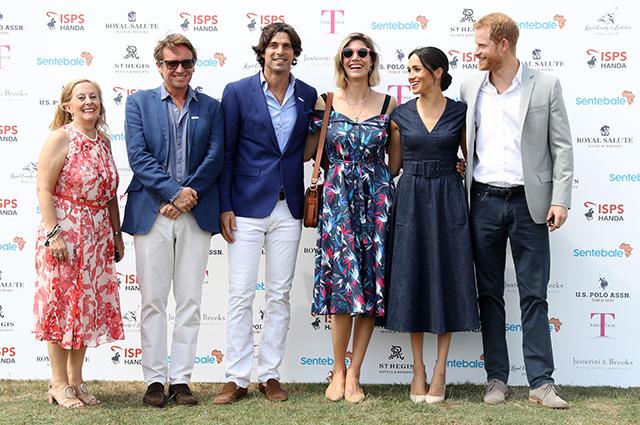 Меган Маркл в джинсовом платье поддержала принца Гарри на турнире по поло