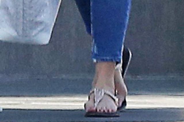 Королева стиля casual: Кэмерон Диас на прогулке в Беверли-Хиллз