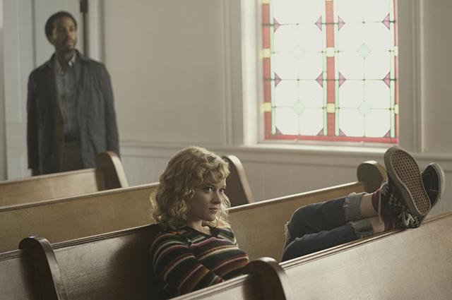 "Андре Холланд и Джейн Леви. Кадр из сериала ""Касл Рок"""