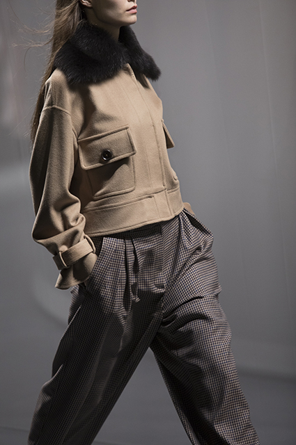 Джиджи Хадид в образе хиппи, Энди Уорхолл на трусах и меховые аферисты: о чем говорили в моде на этой неделе