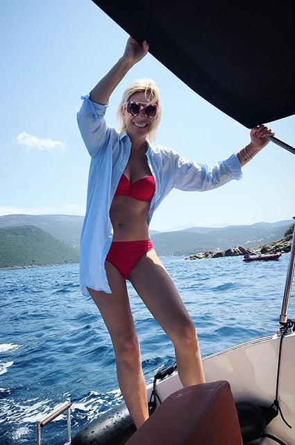 Лето на «Сплетнике»: Наталья Водянова, Ким Кардашьян, Мария Шарапова и другие звезды дразнят фанатов снимками в бикини