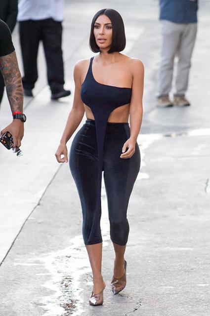Похудевшая Ким Кардашьян продолжает демонстрировать стройную фигуру