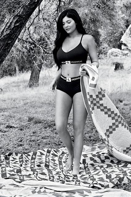Calvin Klein выпустил осеннюю кампанию с сестрами Кардашьян