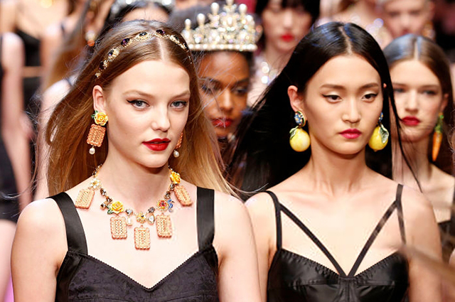 Модели из Нью-Йорка подают в суд на модельные агентства из-за жестокого обращения