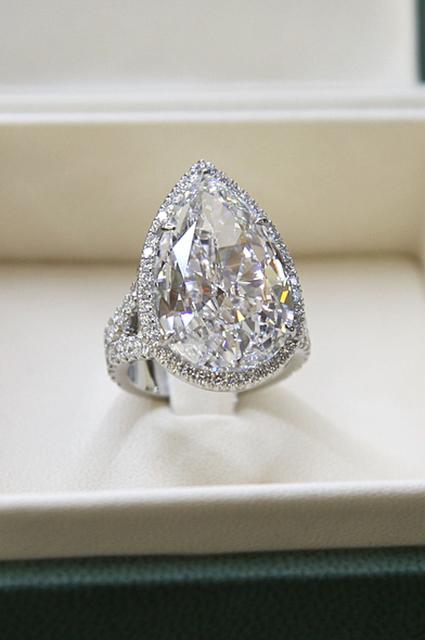 Бриллианты навсегда: как выглядят самые красивые помолвочные кольца звезд