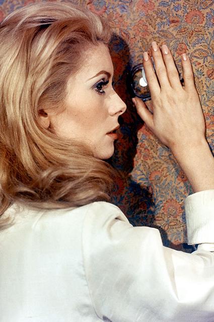 Минутка ретро: как Катрин Денев стала музой легендарного Ива Сен-Лорана