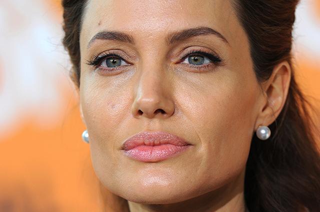Адвокат Анджелины Джоли отказалась работать с актрисой