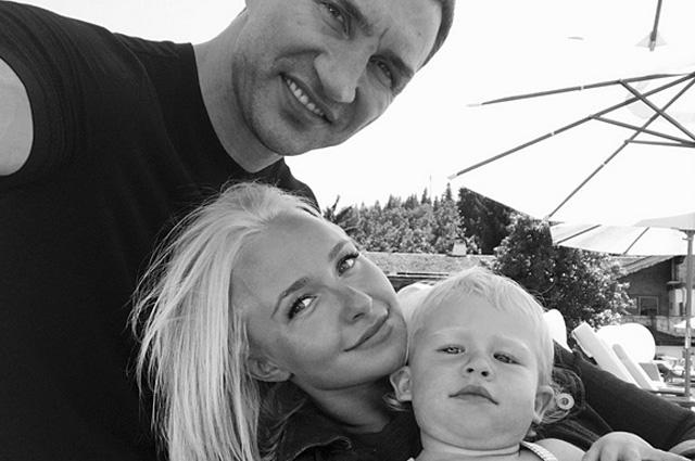 Владимир Кличко и Хайден Панеттьери с дочерью