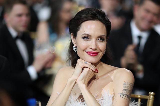 Представитель Анджелины Джоли опроверг увольнение ее адвоката