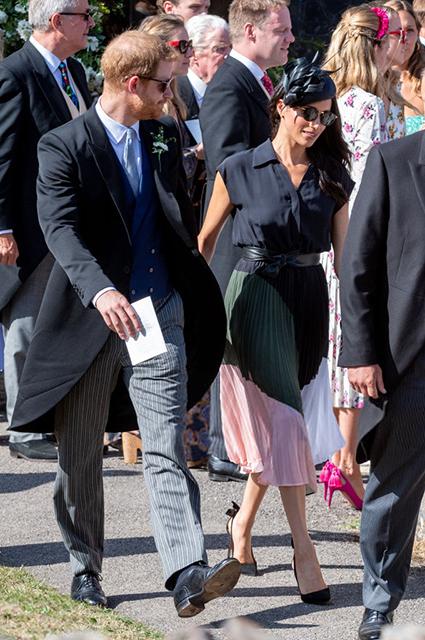 В сети обсуждают нижнее белье Меган Маркл и дырявый ботинок принца Гарри