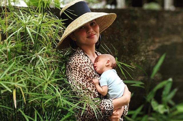 Крисси Тейген и Джон Ледженд с детьми оказались в эпицентре землетрясения во время отдыха на Бали