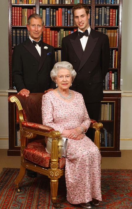 Принцы Чарльз и Уильям и королева Елизавета II