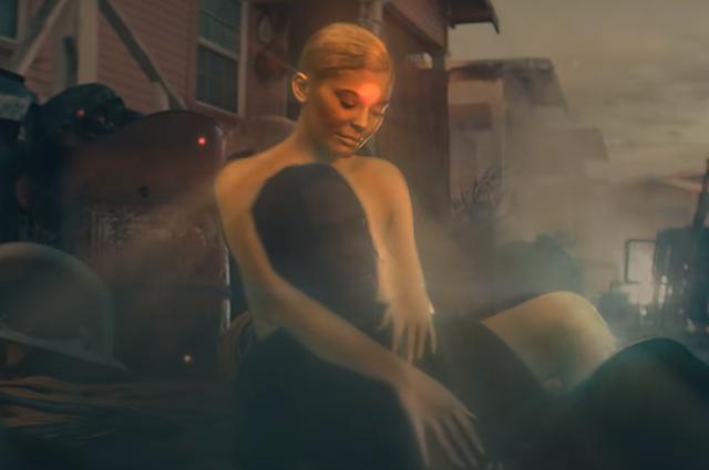 Кайли Дженнер в образе богини снялась в новом клипе своего бойфренда Трэвиса Скотта